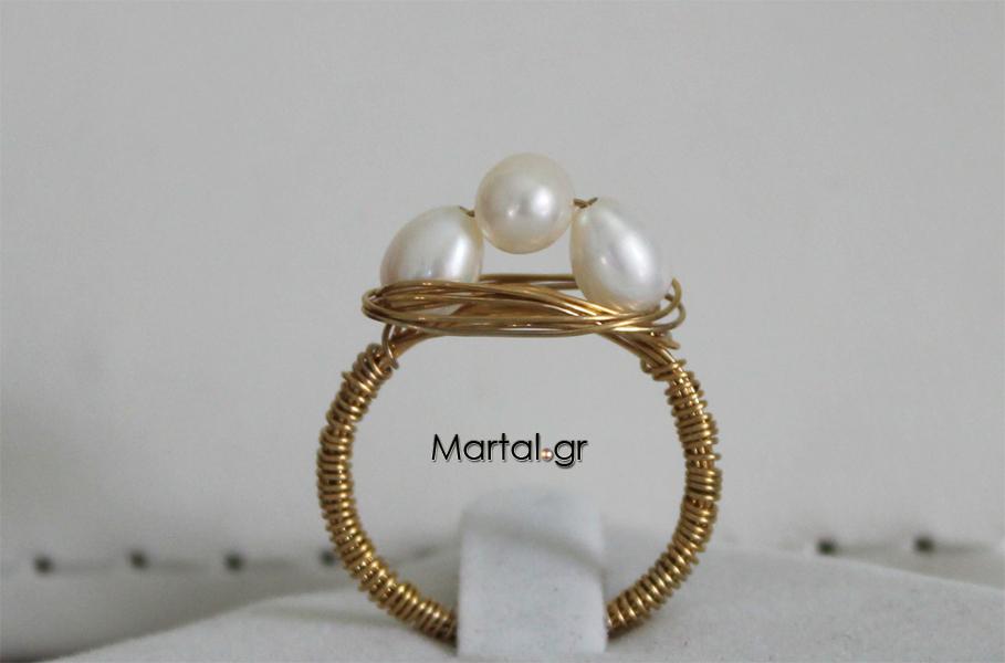 Δαχτυλίδι τριπλά μαργαριταρένιο από επιχρυσωμένο ασήμι - Martal.gr 996ef3cceb3